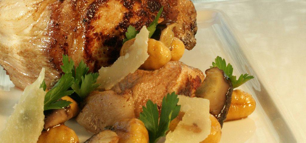 Côte de Porc et gnocchis aux cèpes du Périgord à l'Ossau-Iraty