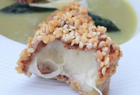 Crème d'asperge et croquants au fromage de brebis ossau-Iraty