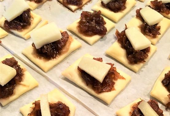 Bouchées à l'AOP Ossau-Iraty et compotée d'oignons